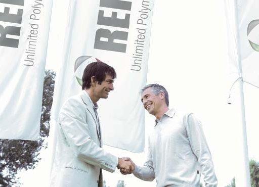 Компания МИР ОКОН является официальным дилером REHAU
