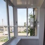 Металлическую конструкцию для выноса остекления за периметр балкона