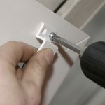 Как правильно прикрутить крепления для москитной сетки