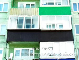 Отделка балкона с выносом шоколадного цвета