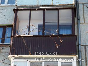 Отделка балкона шоколадным цветом