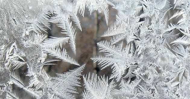 Проветривание утром и вечером — обязательное условие при эксплуатации пластиковых окон, особенно в холодное время года. Ведь именно зимой в морозы влага превращается в лёд на Вашем окне