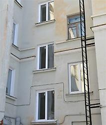 Должник оконной компании рискует лишиться окна за долг