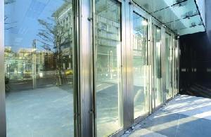 Подъездные двери в московских домах будут прозрачными