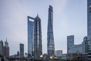 С высочайшего небоскрёба Китая выпало окно