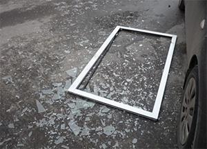 Из новостроек в Челябинске вылетают стеклопакеты