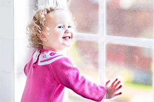 Установка «детских замков» на пластиковые окна станет обязательной с 1 сентября