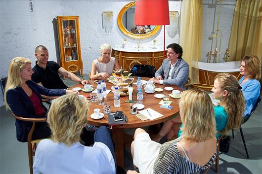 Компания REHAU открыла серию архитектурных завтраков – утренних дискуссий, на которых профессионалы строительной отрасли могут обсудить злободневные вопросы индустрии. Первая встреча подобного формата уже произошла в салоне «ХОГАРТ_арт» в Москве.