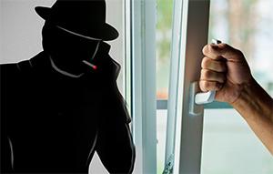 Мошенники меняют уплотнители на окнах за 25 тысяч рублей